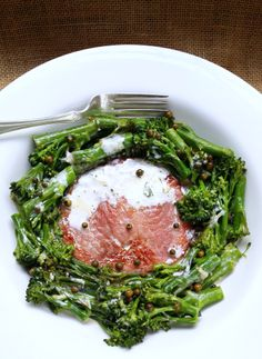 Quick Low-Carb Gammon Steak with @Woolworths SA Tender-Stem Broccoli, Garlic & Cream | #wwflavoursociety #lowcarb #LCHF