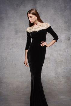 Marchesa is a brand specializing in high end womenswear, established in 2004 by Georgina Chapman and Keren Craig. Fashion 2018, Fashion Show, Fashion Dresses, Marchesa, Elegant Dresses, Nice Dresses, 50s Dresses, Ellie Saab, Valentino