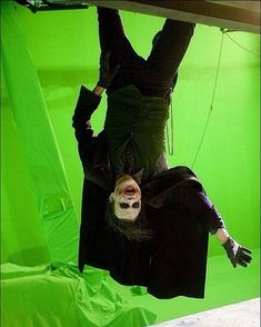 Heath Ledger laughs during a break as the Joker in The Dark Knight. Check Out These Behind-The-Scenes Photos From Your Favorite Movies Dc Movies, Famous Movies, Popular Movies, Great Movies, Iconic Movies, Horror Movies, Ewok, Chewbacca, Pulp Fiction