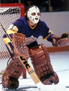 Pictures of some of the all-time coolest NHL goalie masks. These are from the old days where safety was an after-thought and cool was key, check them out. Hockey Goalie, Hockey Games, Ice Hockey, Hockey Mom, Nhl Shop, La Kings Hockey, Canada Hockey, Goalie Mask, Pittsburgh Penguins Hockey