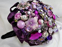 Purple bouquet made from broaches. Purple Brooch Bouquet, Bling Bouquet, Button Bouquet, Purple Wedding Bouquets, Wedding Brooch Bouquets, Peacock Wedding, Broschen Bouquets, Sublime Creature, All Things Purple