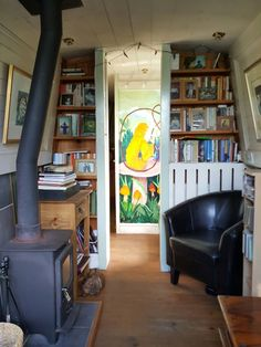 Houseboat Design Ideas - The Urban Interior Barge Interior, Best Interior, Interior Design, Canal Boat Interior, Narrowboat Interiors, Narrowboat Kitchen, Houseboat Living, Floating House, Tiny House Movement