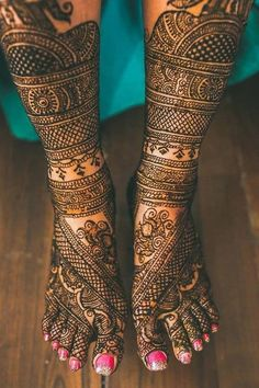 2016 had a lot of new Mehendi trends, and we decided to put them together for you to go through and get inspired! Some awesome Mehendi designs- some modern and some traditional!Bridal Mehendi with W. Eid Mehndi Designs, Simple Arabic Mehndi Designs, Legs Mehndi Design, Stylish Mehndi Designs, Wedding Mehndi Designs, Mehndi Design Images, Latest Mehndi Designs, Mehndi Designs For Hands, Tatoo Designs