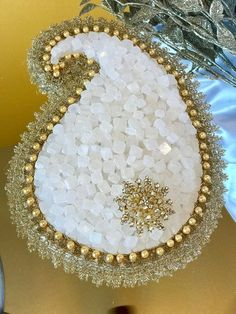 Beautiful golden paisley centerpiece, made out of nabat for sofreh aghd. Approximate measurements are 9 inches by 11 inches. Iranian Wedding, Persian Wedding, Wedding Gift Baskets, Wedding Gift Wrapping, Indian Wedding Gifts, Indian Wedding Decorations, Wedding Crafts, Wedding Art, Platter