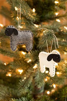 Sheep Ornaments from Churchmouse Yarns http://www.churchmouseyarns.com/collections/gift-ideas/products/sheep-ornaments#.VH4s08lNft0