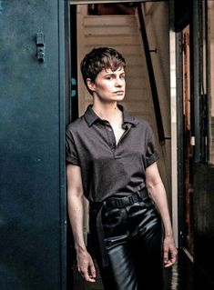 Christine and the Queens Androgynous Women, Androgynous Fashion, Androgyny, Divas, Grunge, Christine And The Queens, Queen Fashion, Punk, Winter Fashion Outfits