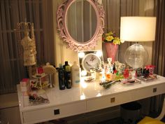We love the mirror in Hanna's bedroom! Make a cute DIY project by spray painting an old mirror a fun new color! | Pretty Little Liars