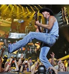 Have front row Kenny Chesney tickets. Male Country Singers, Country Music Artists, Love My Husband, Future Husband, Kenney Chesney, No Shoes Nation, Sara Evans, L Love You, Good Music