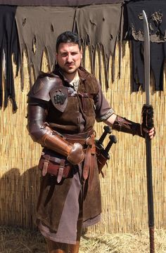 Italian LARPer with Calimacil weapons.