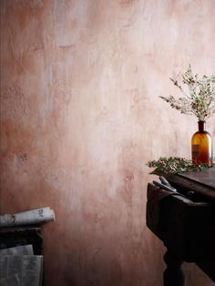 Rustic wall- I love these walls. Ive seen it done in a kitchen with mesh chicken wire subtly exposed through the plaster- looked fabulous. (Bottle Painting With Lights) Wabi Sabi, Textures Murales, Murs Roses, Tadelakt, Old Wall, Wall Finishes, Rustic Walls, Pink Walls, Texture Painting