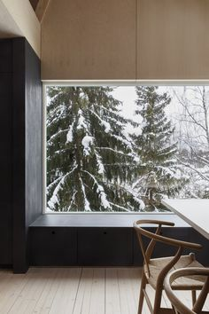 Austigard Arkitektur has created a set of multi-functional spaces in the House of Many-Worlds in Oslo, Norway, making the most of this relatively small home. Oslo, Norwegian House, Norwegian Style, Modern Windows, Large Windows, Window Types, Built In Bench, Nordic Interior, Cabin Homes