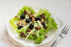 La cocina de Aisha: Ensalada de moras, nueces especiadas y queso