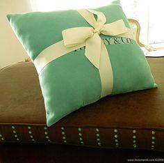 DIY Tiffany & Co. Pillow!! Love everything Tiffany/Tiffany blue