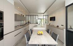 Très belle lumière traversante dans cette cuisine #design  # deco