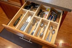 Learn how to make a custom wooden drawer organier with only 4 affordable tools. **Full Video Tutorial and Free Plans** Tame your clutter! Diy Drawer Dividers, Diy Drawer Organizer, Kitchen Drawer Organization, Diy Kitchen Storage, Kitchen Drawers, Drawer Organisers, Drawer Ideas, Kitchen Organizers, Storage Ideas
