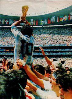 Diego Maradona World Cup 1986 God Of Football, Football Icon, Retro Football, World Football, Soccer World, Sport Football, History Of Soccer, Mexico 86, Soccer Post