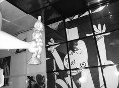 Hanoiko Ho Chi Minh Museoan hainbat euskal erreferentzia: Gernika ta euskara. Bere Gartzelako Egunkariaren itzulpenen artean bat euskararena