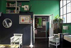 C'est dans un appartement-atelier de Saint Germain des Prés que l'antiquaire Florence Lopez a mis en scène sa collection de...