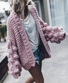 39 Ideas For Knitting Pullover Outfit Knit Sweater Outfit, Chunky Knit Cardigan, Chunky Knits, Pullover Outfits, Big Sweater, Chunky Crochet, Oversized Cardigan, Crochet Cardigan, Chunky Knit Sweaters