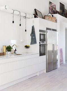 White + steel kitchen - Decoration for House Kitchen Interior, Kitchen Decor, Appartement Design, Cocinas Kitchen, Boho Home, Painting Kitchen Cabinets, Küchen Design, Kitchen Styling, Kitchen And Bath