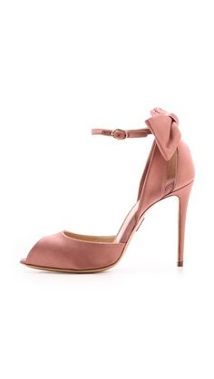 #LookAllure Classic Style, Classic Fashion, My Style, High Hill Shoes, Girly Things, Girly Stuff, Pumps, Shoes Heels, Fashion Shoes