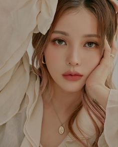 Image may contain: one or more people and closeup Contour Makeup, Beauty Makeup, Hair Makeup, Hair Beauty, Eye Makeup, Korean Makeup Look, Asian Makeup, Korean Natural Makeup, Korea Makeup