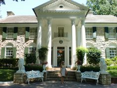 Graceland | Elvis's Graceland Mansion in Memphis Tennessee
