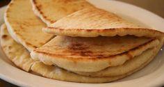 Συνταγές για μικρά και για.....μεγάλα παιδιά: Πίτες σουβλάκια και σος φέτας! Ιδανικα για μπυρίτσα! Pie, Favorite Recipes, Bread, Homemade, Cooking, Ethnic Recipes, Desserts, Food, Sweet Ideas