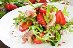 Una ensalada que mezcla frutas y vegetales y alguna otra sorpresa más, de http://www.recetin.com/
