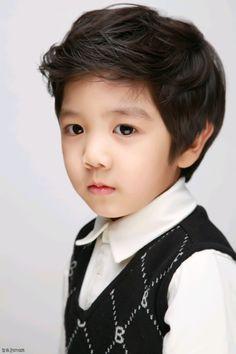 Jung Yoogeun ll Ulzzang Junior Cute Baby Boy, Cute Boys, Cute Babies, Shinee Hello Baby, Little People, Little Ones, Kristina Pimenova, Ulzzang Kids, Asian Kids