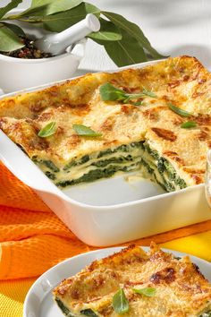 Spinach lasagna is a real vegetarian gourmet dish! Spinach lasagna is a real vegetarian gourmet dish! Lasagna Recipe With Ricotta, Classic Lasagna Recipe, Easy Lasagna Recipe, Lasagne Recipes, Spinach Lasagna, Pasta Recipes, Easy Dinner Recipes, Easy Meals, Vegetarian Recipes