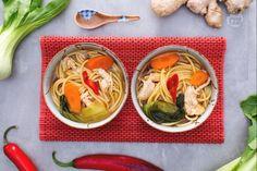 I vermicelli in zuppa orientale sono la ricetta perfetta da realizzare nelle brutte giornate...un brodo speciale, speziato e diverso dal solito!
