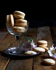 Get creative in the kitchen with this recipe for milk tart macarons. Milktart Recipe, Macarons, Sago Recipes, Macaroon Filling, Rusk Recipe, African Dessert, Cookie Recipes, Dessert Recipes, Milk Tart