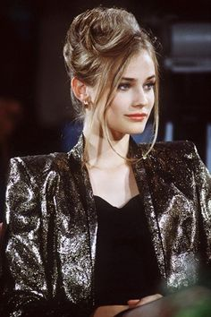 Diane Kruger in a 90s look, but doesn't her skin shine against her ash blond hair?
