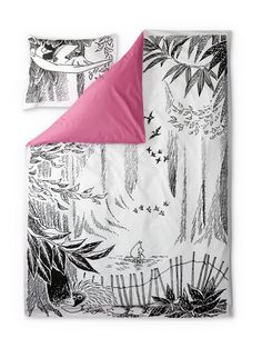 Stylish duvet covers with an image from Tove Jansson's book Moominpappa's Memoirs. Beautiful details make this bed linen set a truly great addition to your bedroom. The Finlayson fabric is cotton.Size: Duvet cover 150 x 210 cm Linen Bedding, Bedding Sets, Tove Jansson, Textiles, Bed Linen Sets, Kid Character, Duvet Cover Sets, Tapestry, Amor