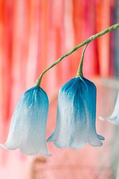 DIY: paper flower bells Flower Crafts, How To Make Paper Flowers, Flowers From Tissue Paper, Paper Roses, Handmade Paper Flowers, Faux Flowers, Fabric Flowers, Diy Flowers, Flower Diy