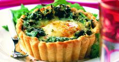 Spinach and baked eggs tart