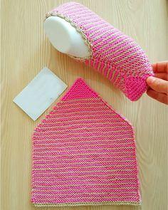 Diy Crochet Slippers, Knit Slippers Free Pattern, Baby Booties Knitting Pattern, Crochet Shoes Pattern, Baby Knitting, Beginner Knitting Patterns, Lace Knitting Patterns, Knitting Designs, Crochet Waffle Stitch