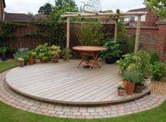 5 Creative Ways To Grow Small Flower Gardens Circular Garden Design, Back Garden Design, Circular Patio, Backyard Garden Design, Patio Design, Backyard Landscaping, Small Garden Decking Ideas, Modern Garden Design, Back Gardens