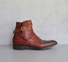 These vintage-y, criss-cross strap, Chelsea/Beatle boot with buckle and tongue - Color: Cognac