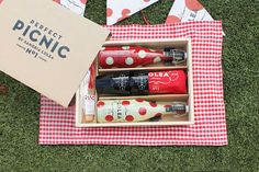 Sangria Lolea's Perfect Picnic Set Contains Party and Summer Essentials #drinking trendhunter.com
