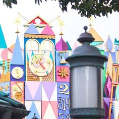 After a long refurb its a small world finally reopens on April 15 2018  This is the same day as the start of the 35th Anniversary! This classic attraction gets an update with tons of Disney characters and a much needed paint job.  Whos excited?!      #tdrexplorer #tokyodisneyland #東京ディズニーランド #tdl #tokyodisneyresort #ディズニーランド #東京ディズニーリゾート #tdr #ディズニー #ディズニー写真部 #facecharacter #ハピネスイズヒア #ディズニーカメラ隊 #happinessishere #ミッキー #彩涼華舞 #ディズニーダンサー #onemansdream2 #disneygram #ディズニー夏祭り #disneydancer…