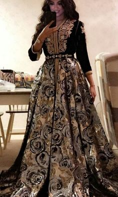 Fashion Arabic Style Illustration Description Caftan – Read More – Morrocan Dress, Moroccan Caftan, Arab Fashion, Muslim Fashion, Geek Fashion, Lolita Fashion, Traditional Fashion, Traditional Dresses, Oriental Dress