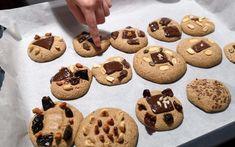 Célunk, hogy ne csak egyszerűen megtanuljatok sütni, főzni, magabiztosan mozogni a konyhában, hanem hogy olyan játékos feladatokat, recepteket mutassunk nektek, amin keresztül a különböző tantárgyakhoz kapcsolódó anyagokat is könnyebben el tudjátok sajátítani. Cookies, Desserts, Food, Mint, Crack Crackers, Tailgate Desserts, Deserts, Biscuits, Essen