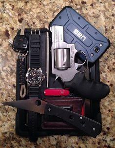 Taurus .357 Magnum Spyderco Chokwe Victorinox SAK SD Invicta...