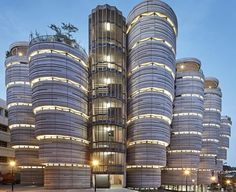 Crazy Curves - Campusneubau von Thomas Heatherwick in Singapur Curve Building, Building Design, Facade Architecture, Amazing Architecture, Modern Buildings, Beautiful Buildings, Thomas Heatherwick, Interior Design Courses, Singapore