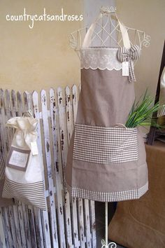 Retro Apron, Aprons Vintage, Sewing Aprons, Sewing Box, Easy Sewing Projects, Sewing Crafts, Easy Apron Pattern, Sewing Ruffles, Sewing Courses