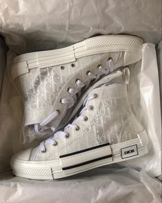 Dior Sneakers, Dior Shoes, Cute Sneakers, Sneakers Fashion, Fashion Shoes, Shoes Heels, Mode Converse, Photographie Indie, Cristian Dior