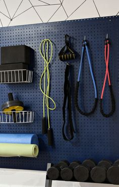 Today's tutorial is this DIY gym organizer! I love exercising and organizing so this gym organizer was so much fun to make! It's an easy DIY project that anyone can do! I encourage you to make a gym organizer of your own! Home Gym Garage, Diy Home Gym, Home Gym Decor, Gym Room At Home, Workout Room Home, Basement Gym, Best Home Gym, Man Cave Garage, House Workout