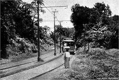 Bonde circular - Percurso onde hoje é a Avenida Garibaldi, com destino à Mariquita, Rio Vermelho. Salvador, Bahia, Brasil